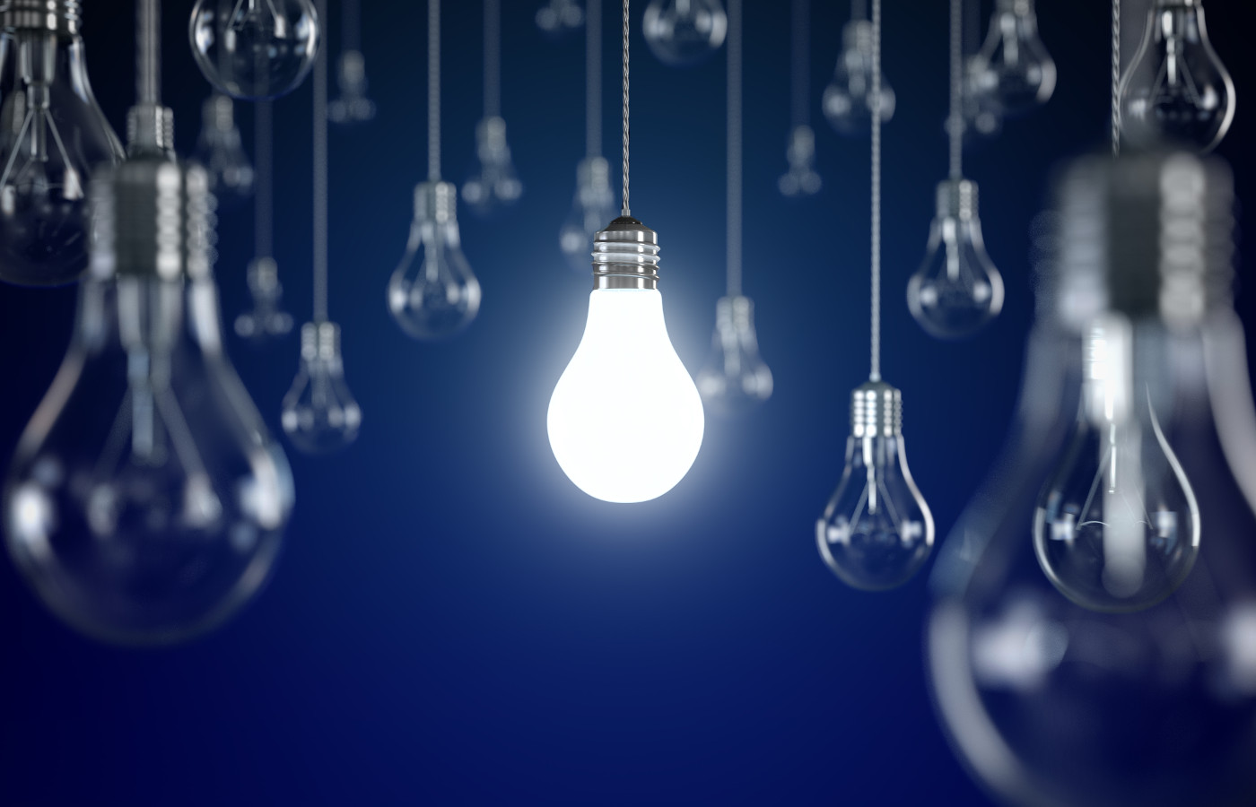 thought leadership weiß leuchtende glühbirne